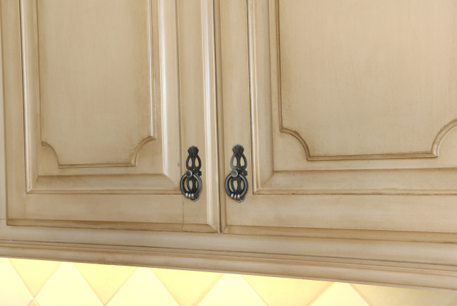 Cabinet Finishes & Hardware