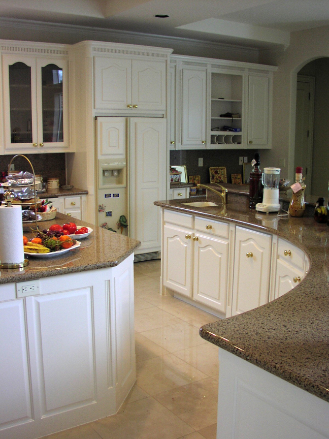 Custom Kitchen Cabinets & Countertops